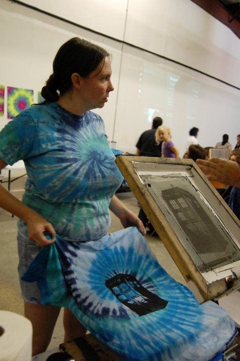 """Austin Tie Dye Co. owner Becca Roberie screen prints TARDIS from sci-fi fantasy series """"Doctor Who"""" onto the blue tie dye shirt. Photo by ChinLin Pan"""