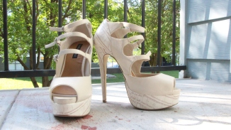 This was my first ever heel that I purchased. I bought it on Shoedazzle.com, that's the site I usually go to get my heels. It's a beautiful nude snakeskin-esque heel that can go with any outfit. / Photo by Arturo Compean